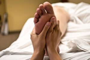 What Does Diabetic Nerve Pain in the Feet Feel Like?